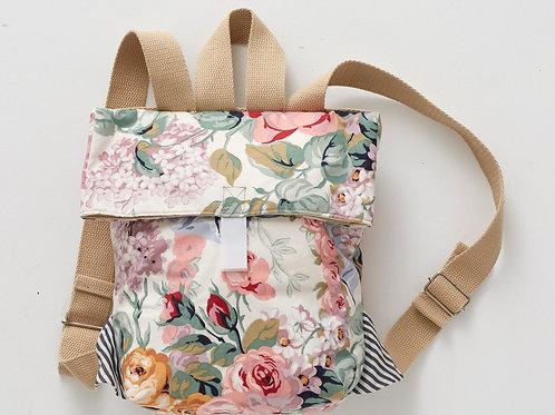 Le sac à dos à fleurs vintage