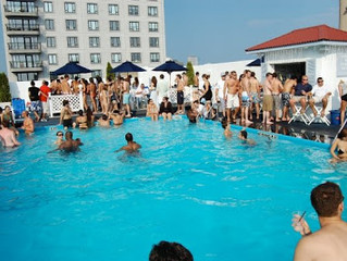 """""""Summer Blues"""" Cocktail at Colonnade Hotel Roof-top Pool"""
