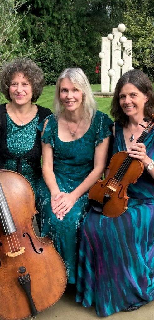 Trio Paradis Cooper Hall garden Aug 2020 (2).jpg