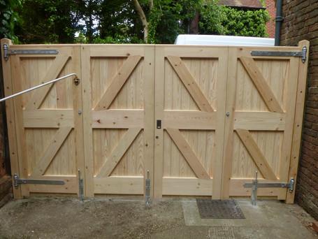 Folding gates