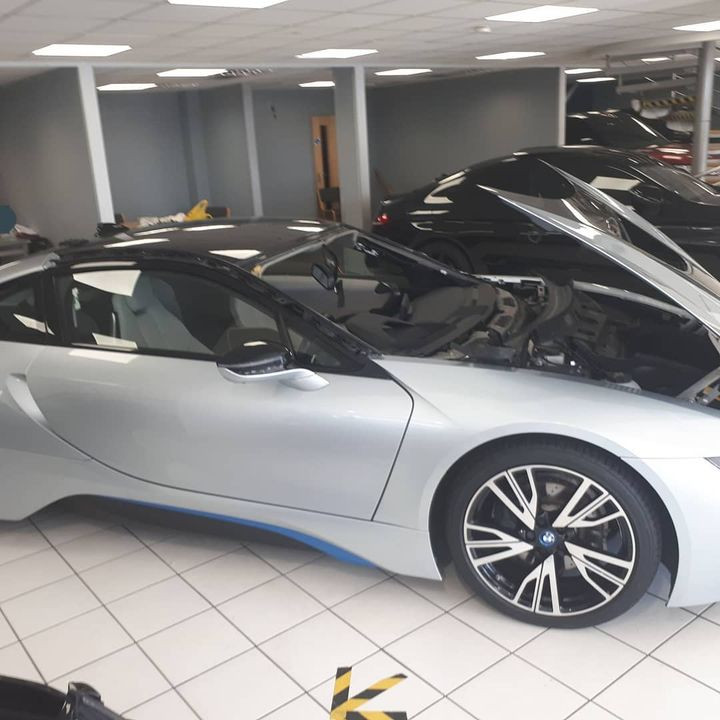 BMW i8 windscreen replacement