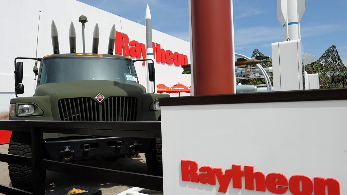 raytheon-amraam-bloomberg-1200xx4256-2394-0-219