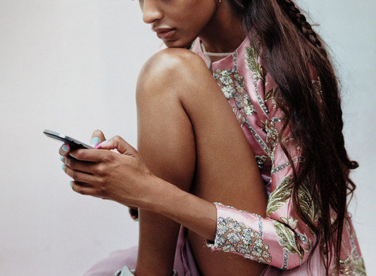 To Get Fashion News by Chatting with a Smartphone