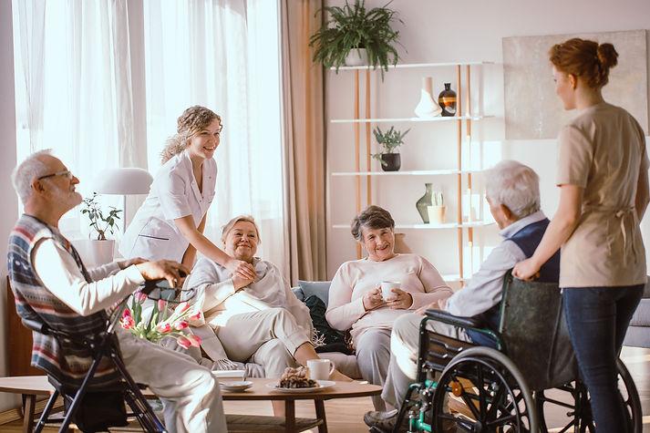 Service de conseiller en hébergement pour personnes âgées et aînés dans les résidences, foyers, chsld, maisons de retraite, ville de Québec et rive-sud Lévis