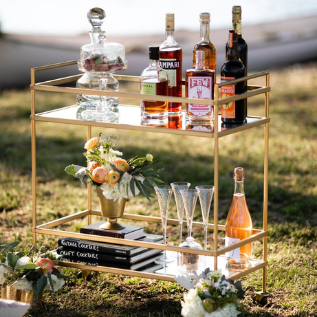 10 iconic vintage cocktails you need at your wedding reception