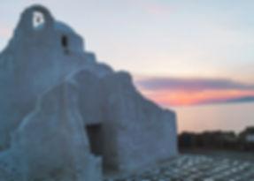 De Paraportiani kerk aan de rand van de oude haven in Mykonos