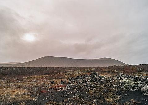 Kraterwand beklimmen van de kegelvulkaan in Myvatn