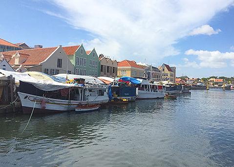 De drijvende markt van Willemstad