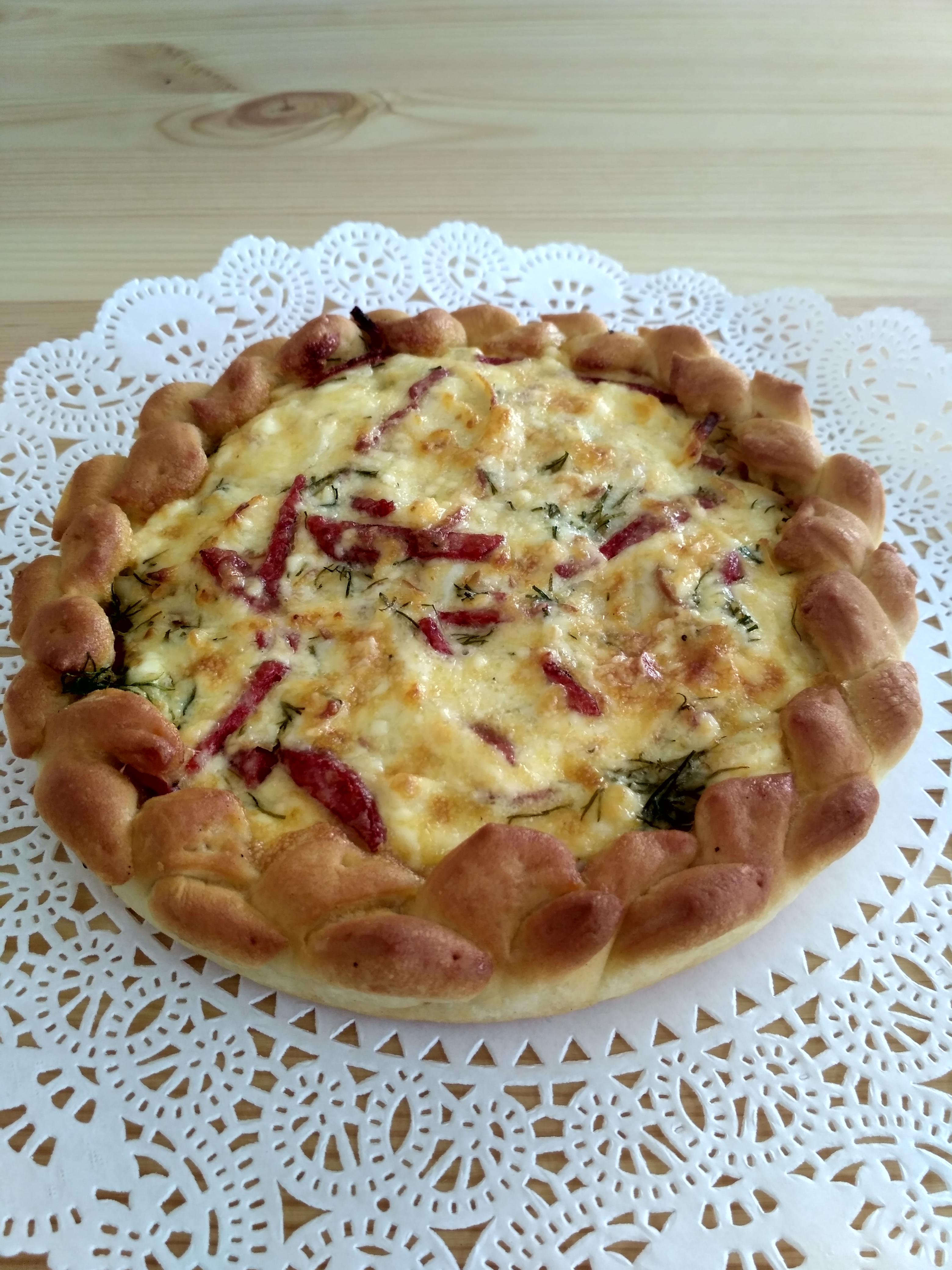 dcea533944d5 Открытый пирог с колбасным сыром и копченой колбасой.   Любимая пекарня   свежая  выпечка   пироги на заказ   Йошкар-Ола