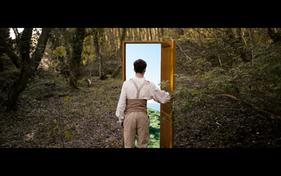 Arthur ouvrant la porte vers les falaises