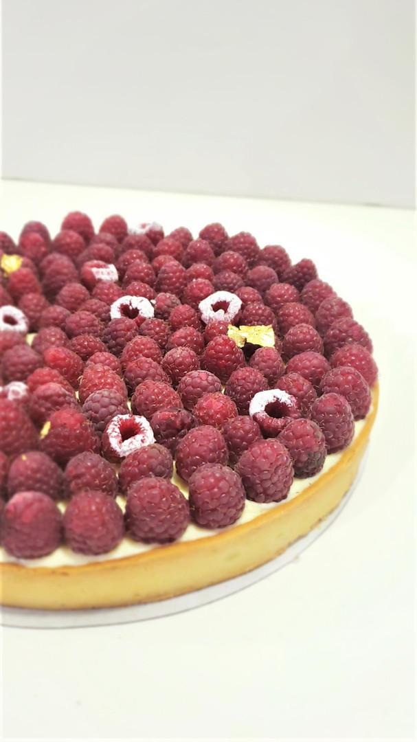 Tarta de Crema Diplomata y Frambuesas