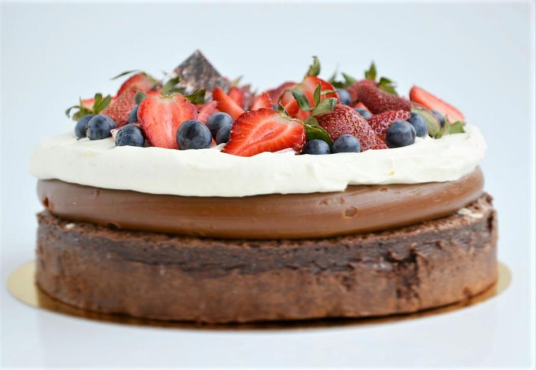 Brownie, Dulce de Leche, Crema y Frutos Rojos