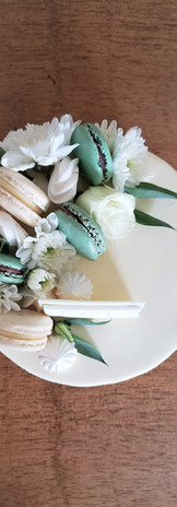 Drip Cake Flores y Macarons