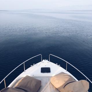 Blaue Stunde auf dem Meer