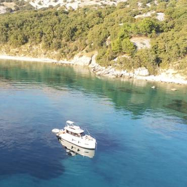 AVA  HOLIDAY Boot Charter vor Krk  -  hier wurde schon einige Szenen on Winnetuo gedreht