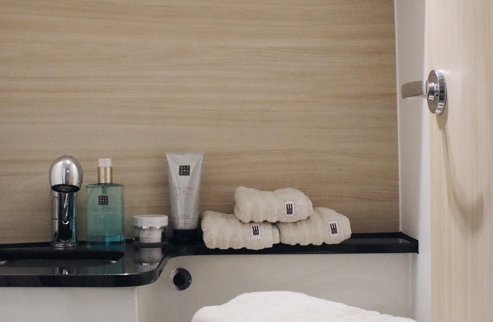 Das Masterkabinen Bad mir Dusche und WC