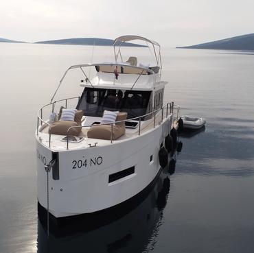 Unsere großzügige AVA Holiday Yacht