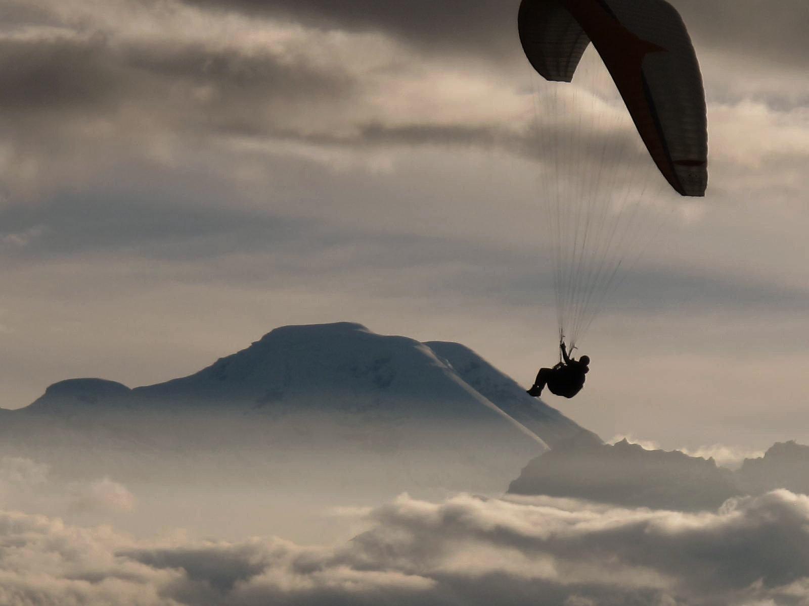Independent Paragliding Pilot - P3