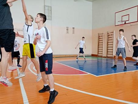 20 марта состоялась товарищеская встреча команд по баскетболу МБОУСОШ №8 и МБОУ СОШ №12