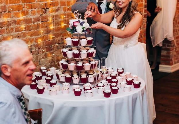 Cut The Cupcakes