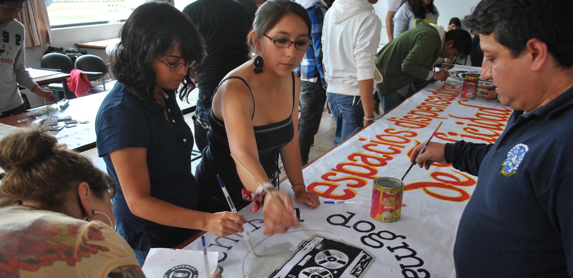 Sign Painting in Ecuador