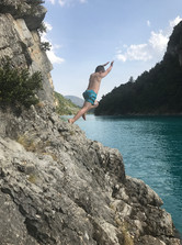 Cliff Jumping St André