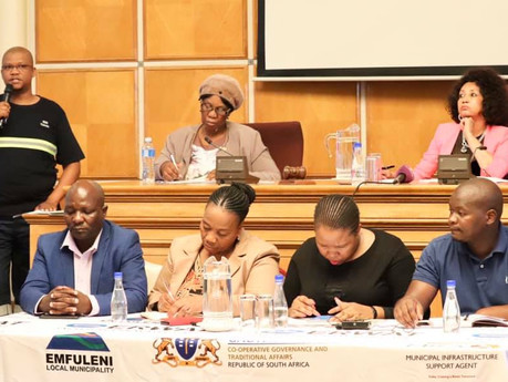 Water and Sanitation Minister visits the polluted Vaal River area