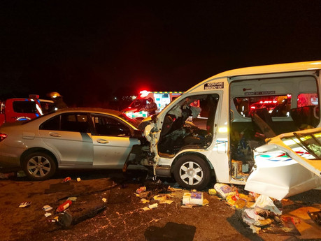Two trapped in taxi after General Smuts Road accident last night