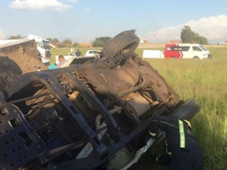 Man killed on the R59 after bakkie rollover in Meyerton