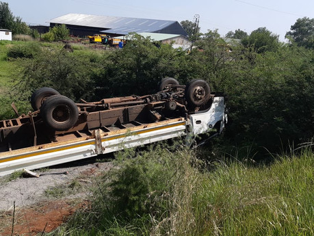 Three men injured in a truck rollover in Loch Vaal, Vanderbijlpark