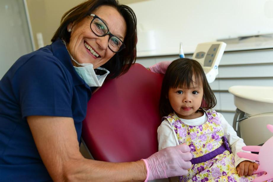 Dr. Beate Pescheck mit Patientim