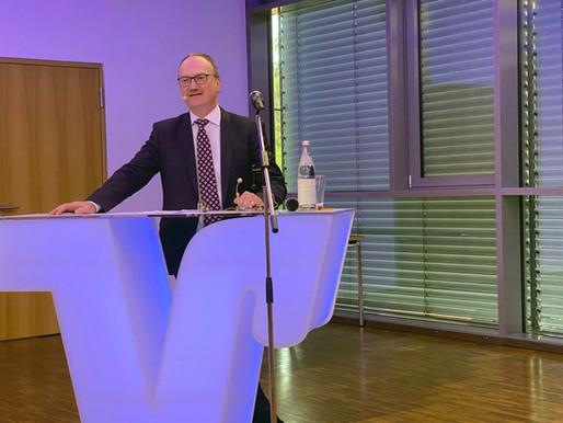 Professor Lars Feld begeistert ca. 60 Senatorinnen und Senatoren