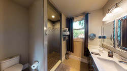 1009-Monroe-Street-Upstairs-Bathroom-3