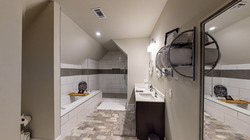 1009-Monroe-Street-Upstairs-Bathroom-2-1