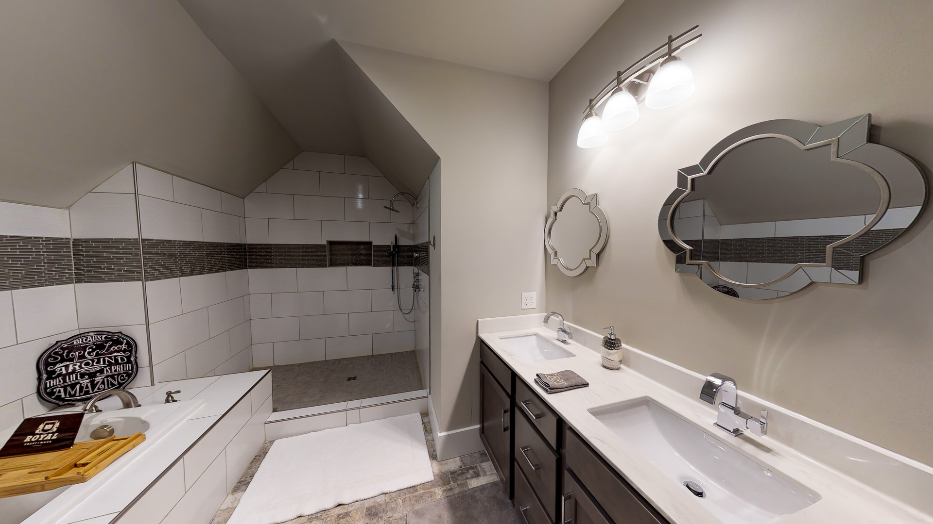 1009-Monroe-Street-Upstairs-Bathroom-2