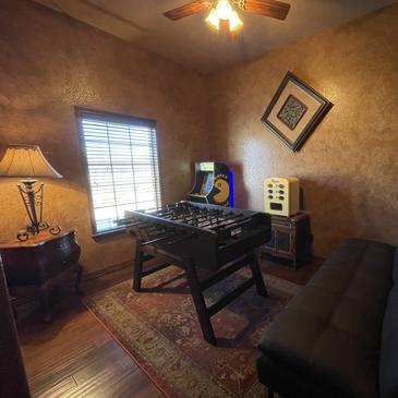 Game Room in Groomsuite