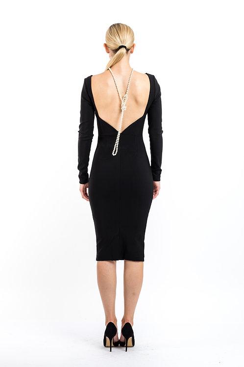 Cocktailkleid mit tiefem Rückenausschnitt und Perlenkette