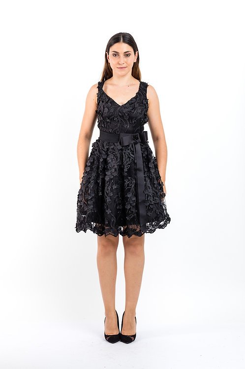 Kleid aus Spitze mit 3D Blumen Verzierung und Bindeschleife
