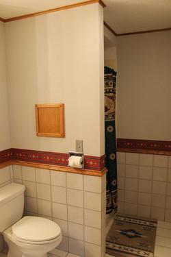 SCA_BW Lower level bath