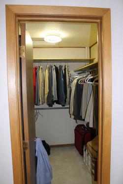 SCA_BW walk-in closet