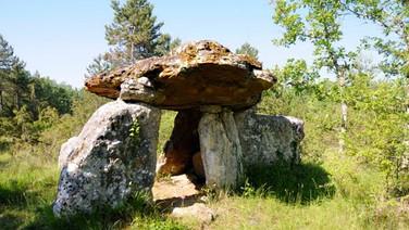 19,000 BC Dolmen (burial mound)