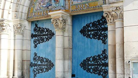 Door of Tocane church