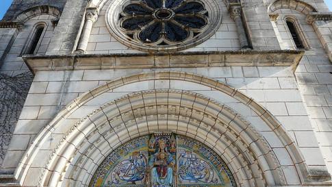 close up of Tocane church