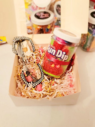 """""""Qui Thangz Meets Sweetz"""" Box 20 pieces of fresh goodies with an accessory"""