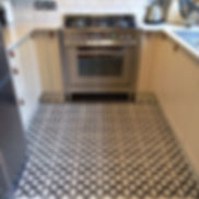 zementfliesenaufdemküchenboden.jpg
