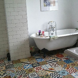 Encaustic-Tiles-Patchwork-Bathroom-UK.jp