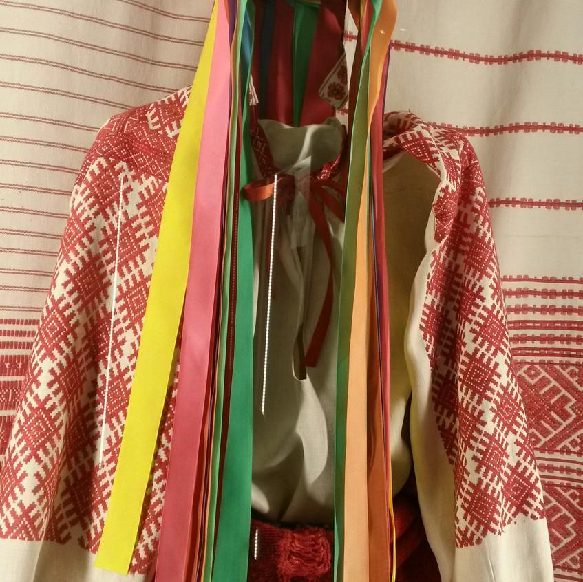 Национальный костюм белорусской девушки.