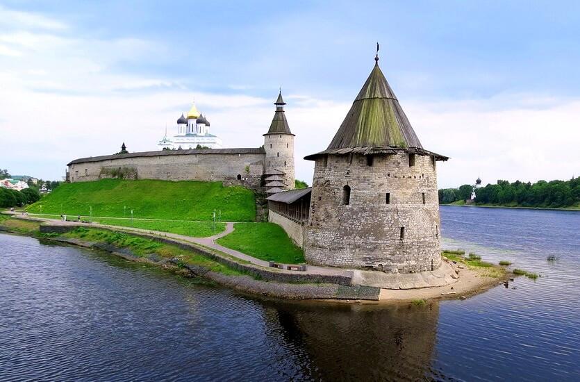 Псков: прогуляться по Поганкиным палатам и получить ключ от города