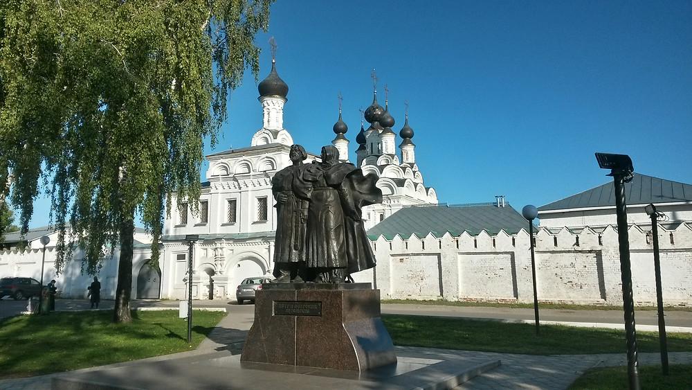 Памятник Петру и Февронии - горизонтальн