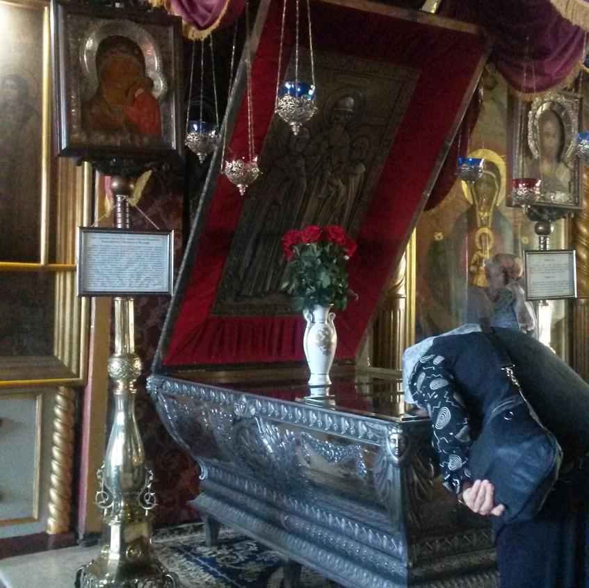 Паломница в Благовещенском монастыре
